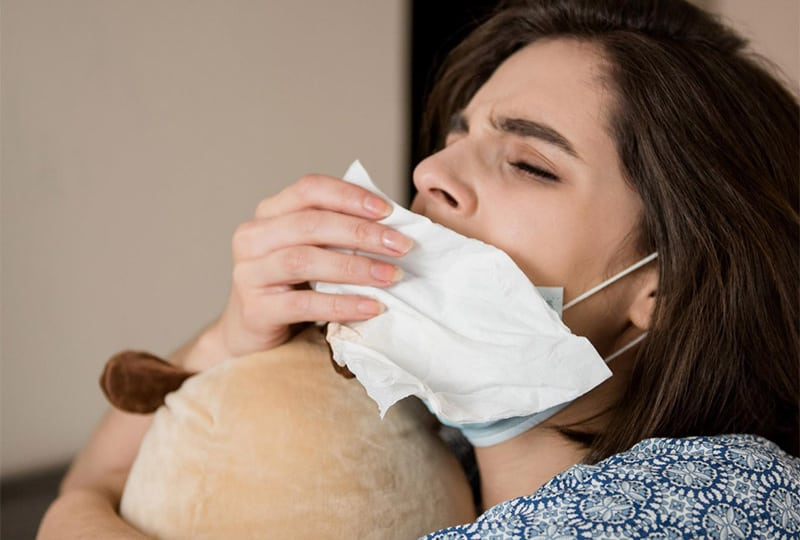 Als je langdurig een mondmasker draagt word je zwakker.